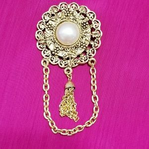 Vintage Pearl Brooch with Chain